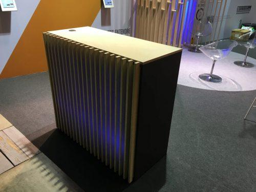 Desk d'accueil lumineux en bois à louer